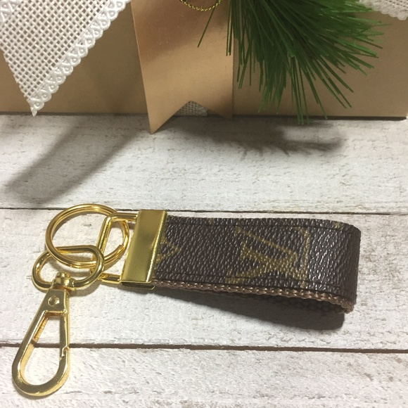 Louis Vuitton Accessories - Key Holder